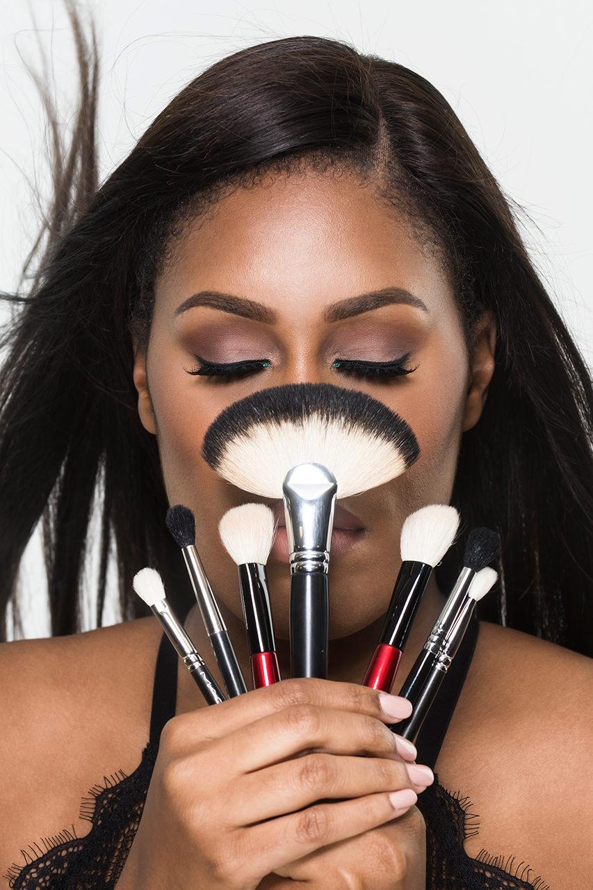 advertising-makeup-brush